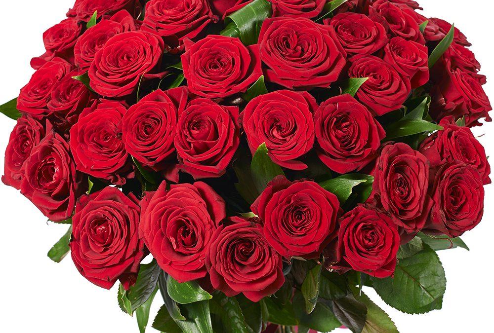 Зачем дарить жене цветы?